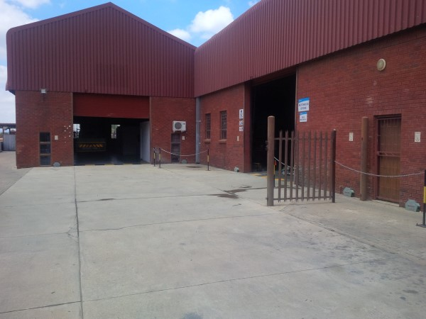 STREETFRONT 755SQM corporate WORKSHOP on paved yard CLOSE TO MAIN ROADS- ideal PANELBEATING/INDUSTRIAL WORKS