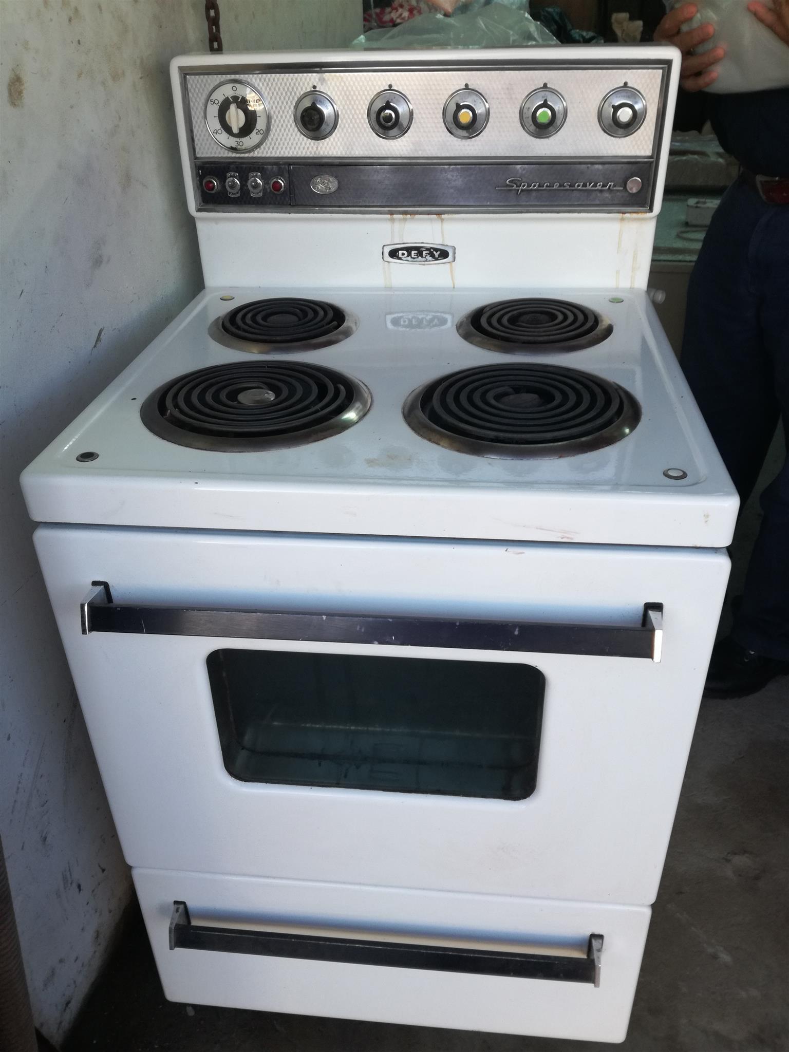 4 plate Defy stove