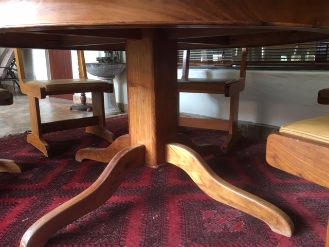 SOLID KIAAT 10 piece Dining room suit in excellent condition