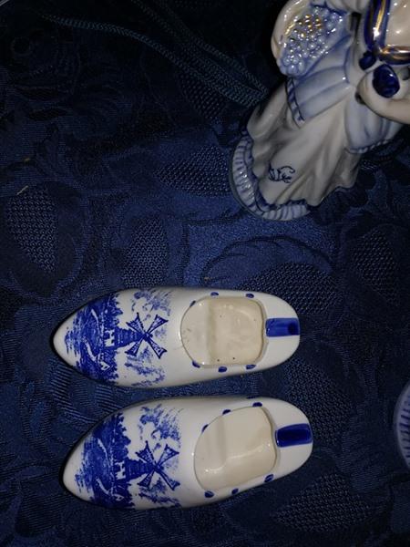 Porcelain shoe ornaments