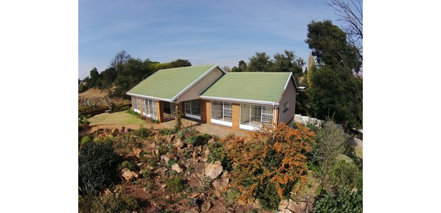 House 2-Let: Wilropark 4 bedroomed house * 2-5 Bath * 2 lockup garage * stunning viewstand.