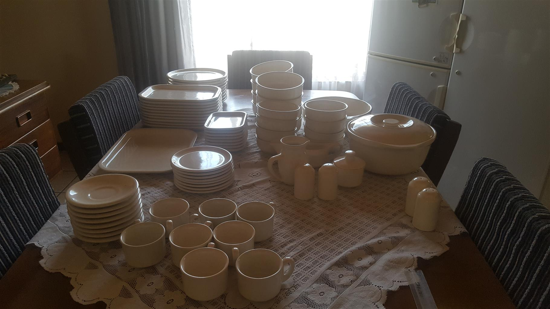 Dinner set for sale