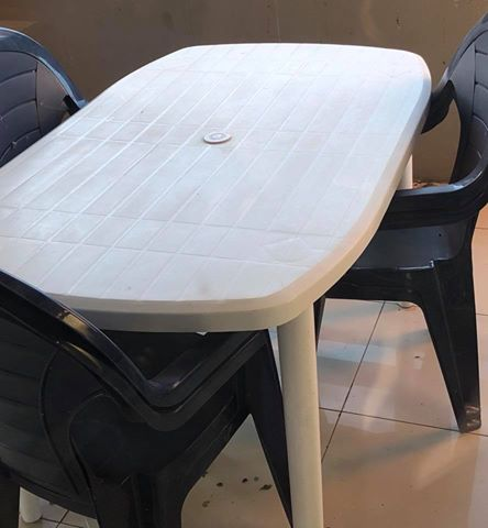 Outside plastic table with 6 chairs