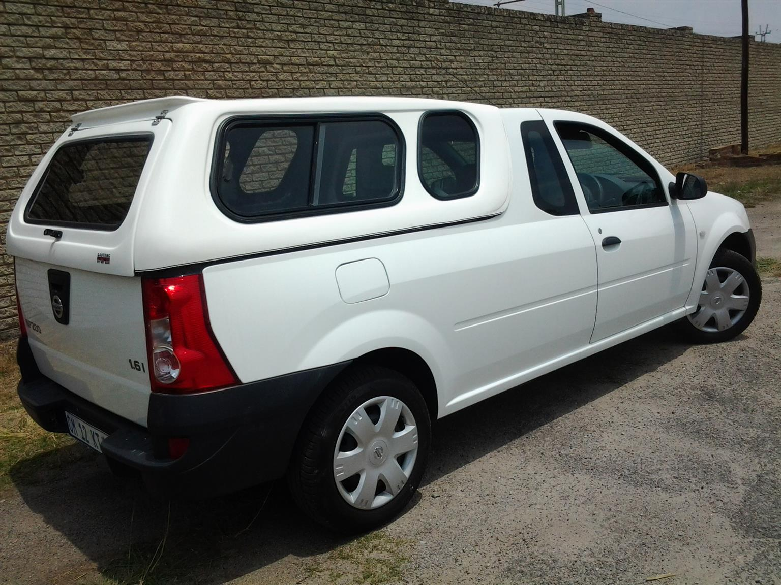 NISSAN NP200 WHITE CANOPY