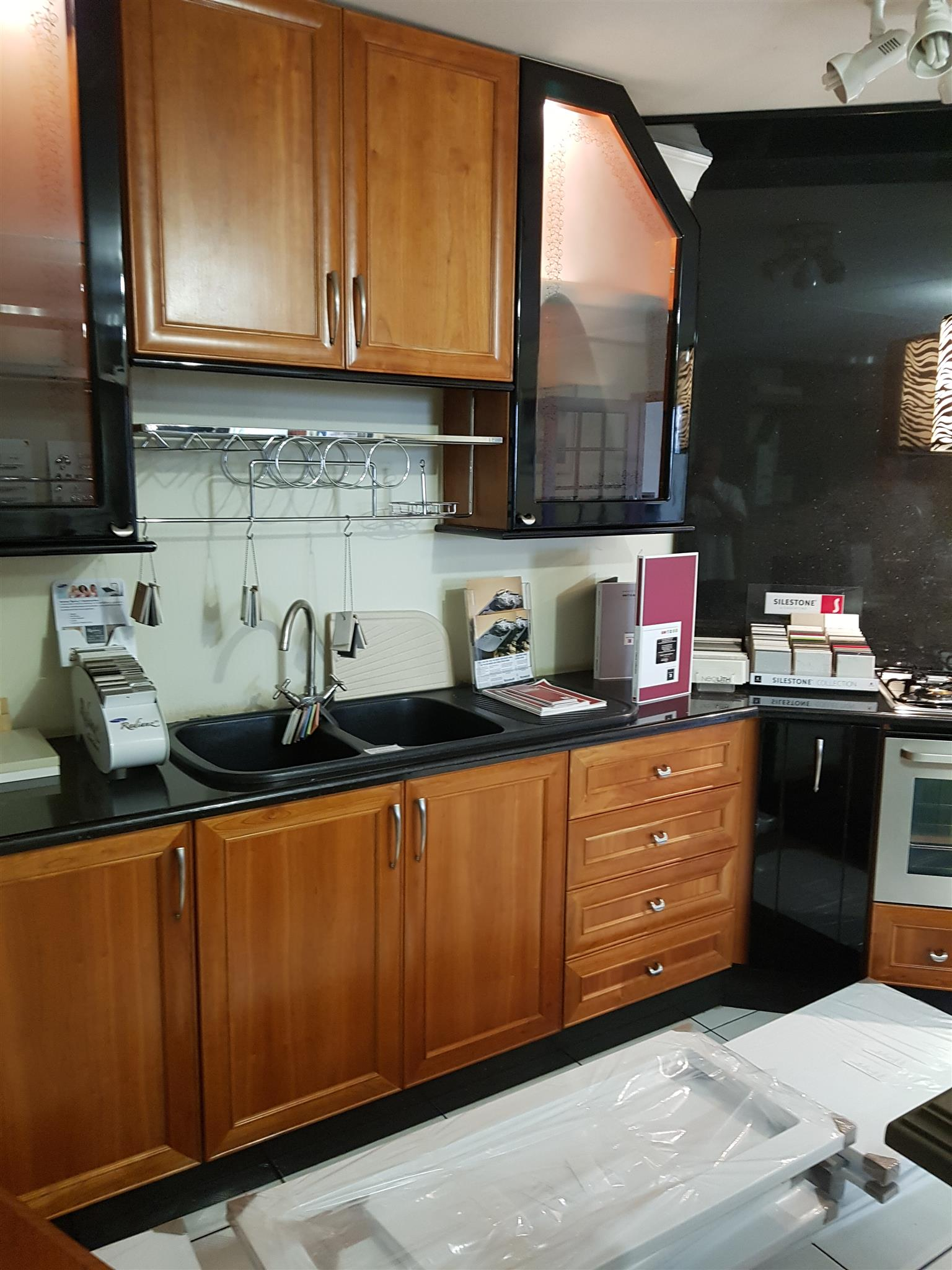 Secondhand Kitchen Immaculate showroom Kitchen was evaluated at R 150,000