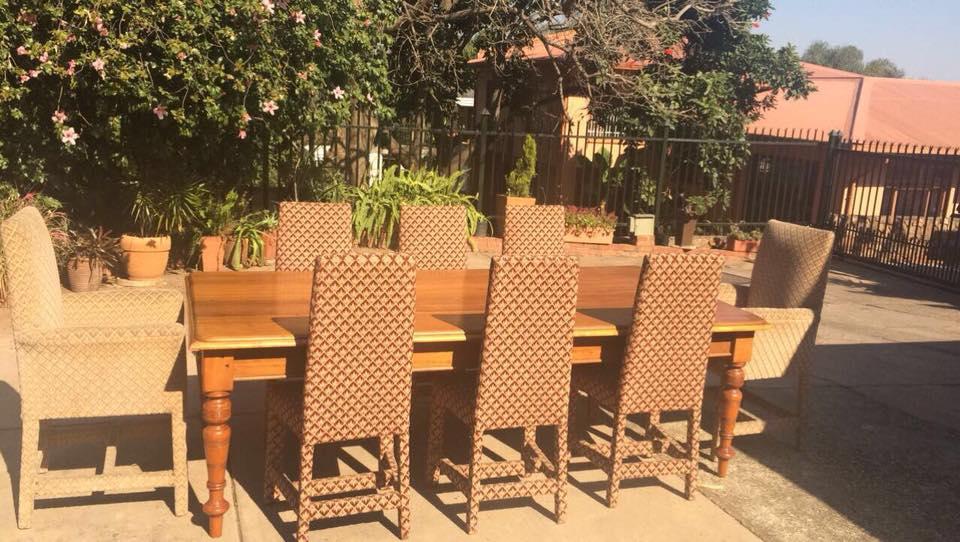 Groot tafel 8 stoele