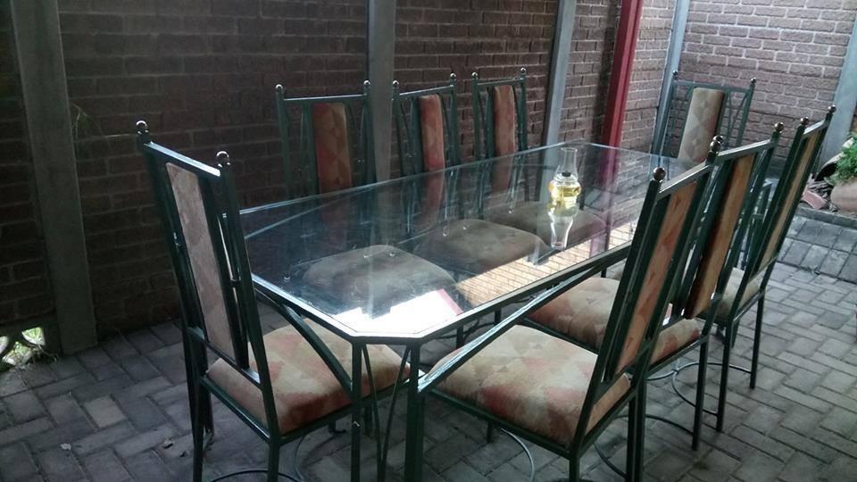 8 Seater diningroom set for sale