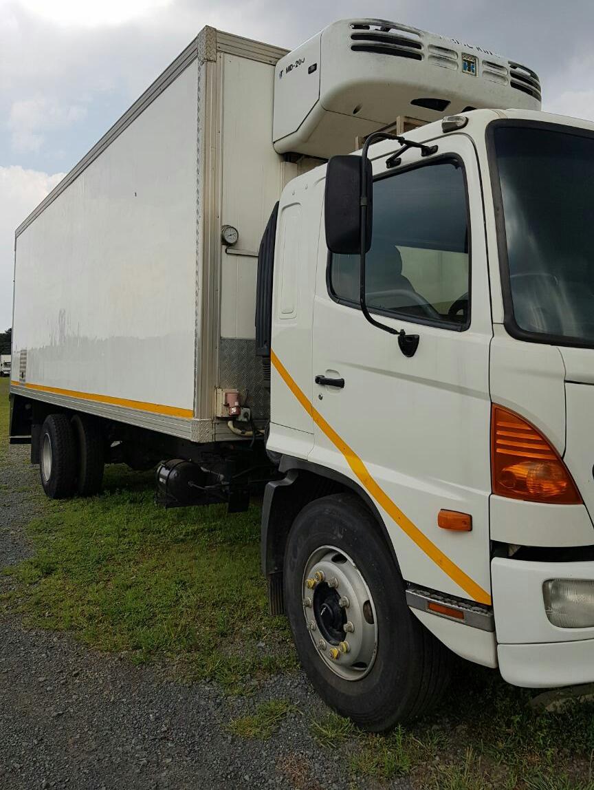 2006 Hino 500, 15-258 Fridge truck. Fridge is a MD200 Thermoking