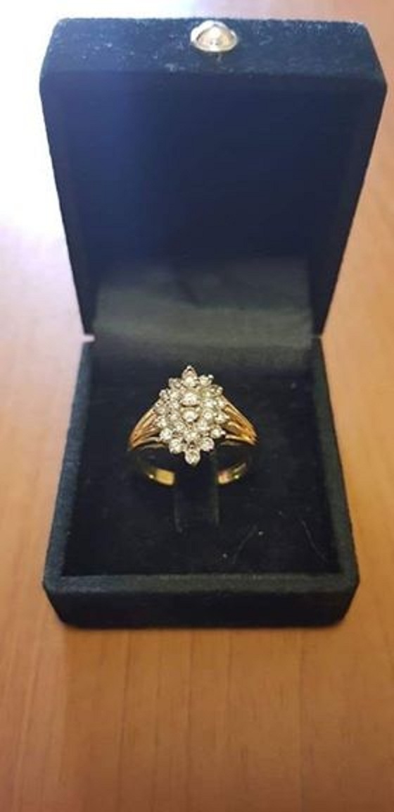 Ladies Gold Ring 18ct 6.5g 2tone cluster with Diamonds