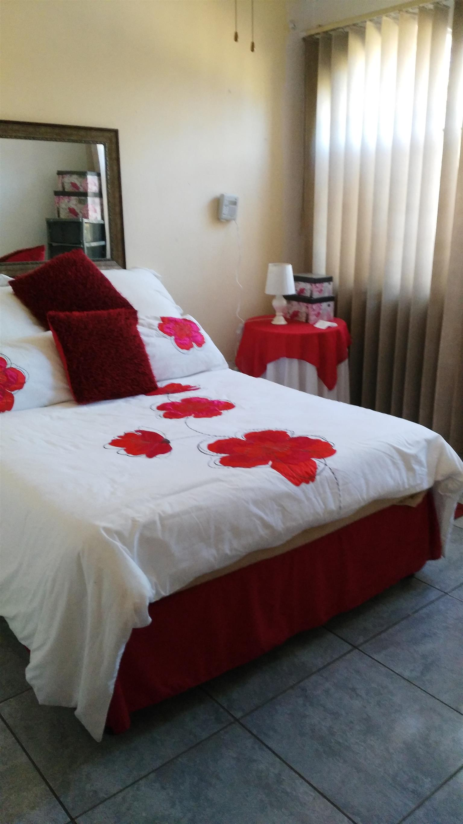 Room to rent in furnished flat