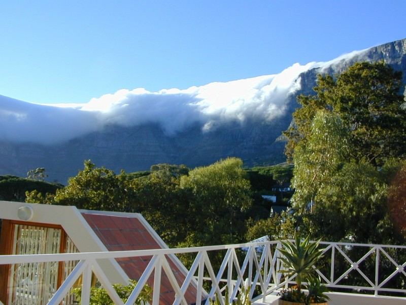 HIGGOVALE: OWN TABLE MOUNTAIN, LION HEAD AND CITY CENTRE