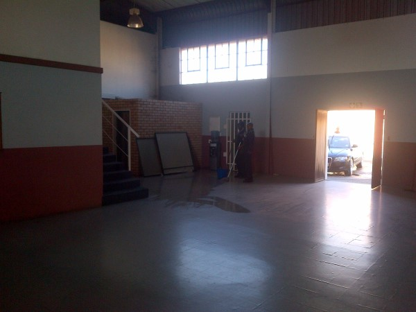 STREETFRONT INDUSTRIAL retail SHOWROOM/workshop - IDEAL training centre/PPE/spares shop etc