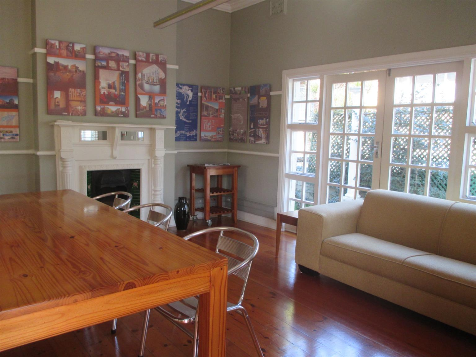 ARE YOU LOOKING FOR A MEETING ROOM TO HIRE IN FLORIDA ROAD?