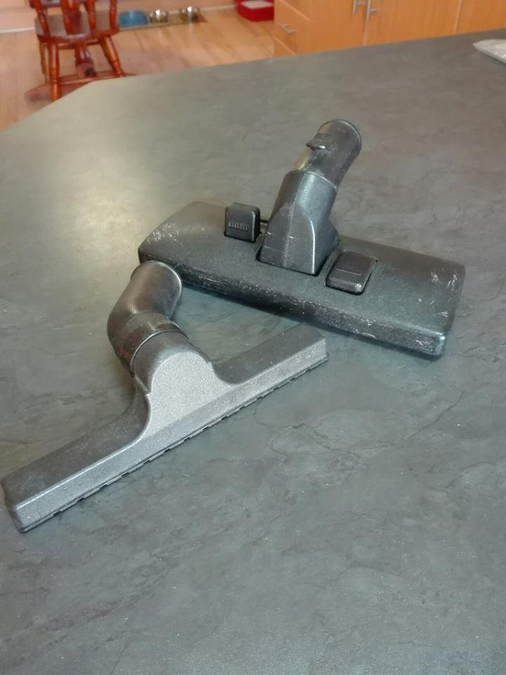 Vacuum cleaner floor tools