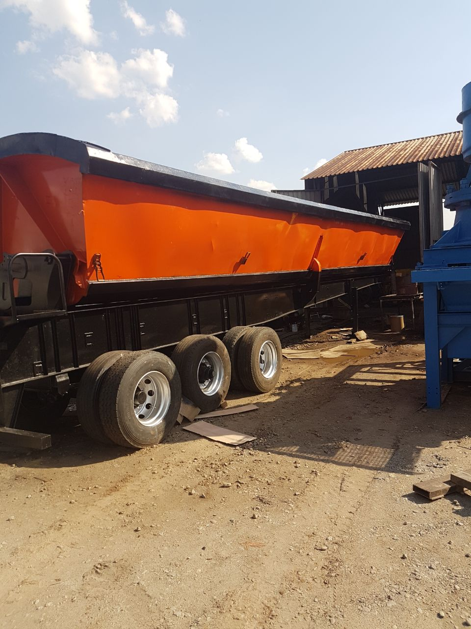 Volvo horse for hire and tri axle side tipper for hire