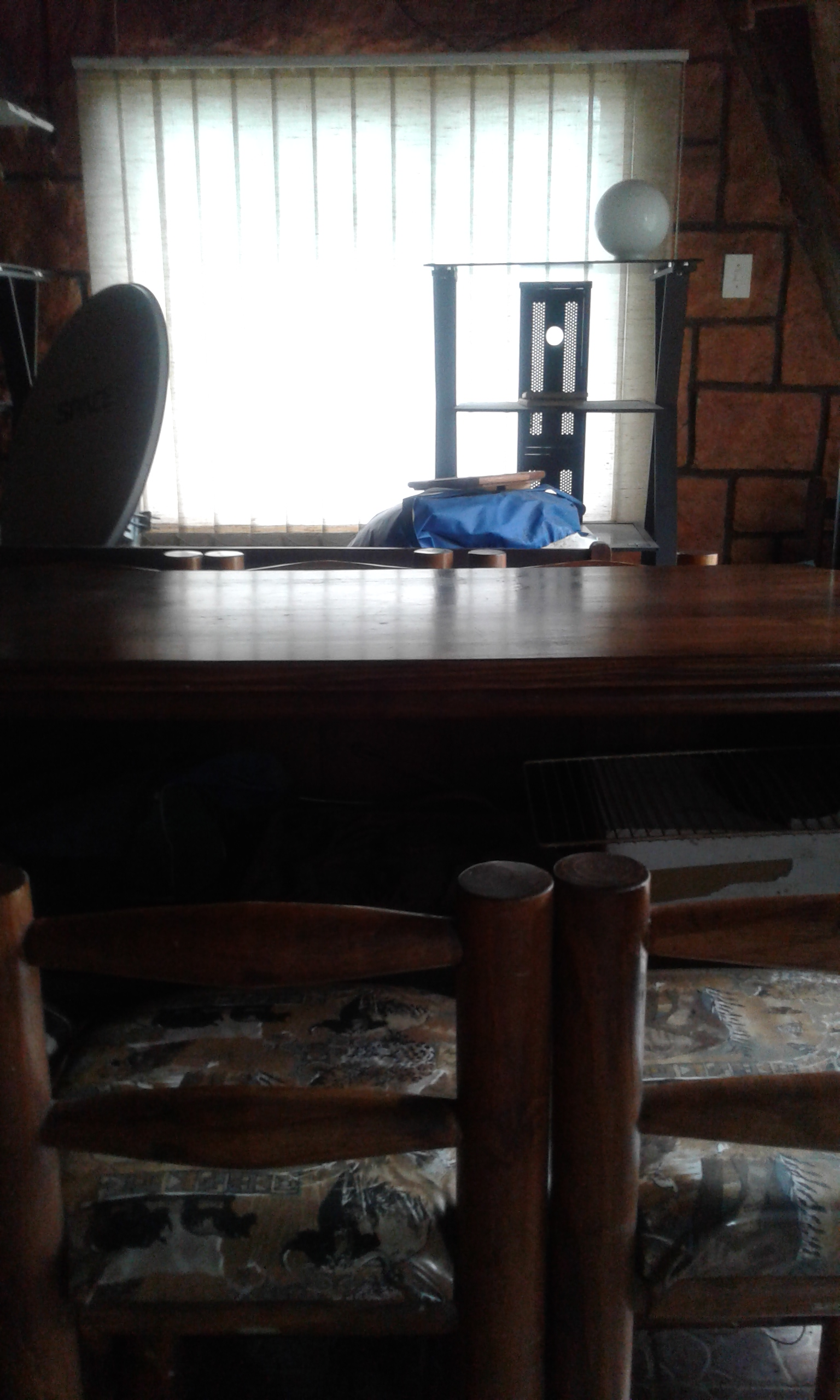Bar with 6 chairs , excellent condition
