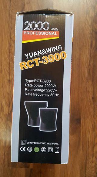 Winskoop: Nuwe 2000watt haardroeer in boks.