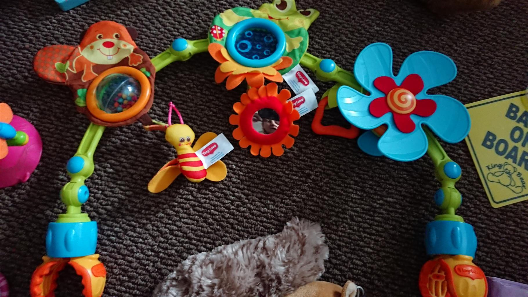 ALOT OF BABY GIRL EDUCATIONAL TOYS