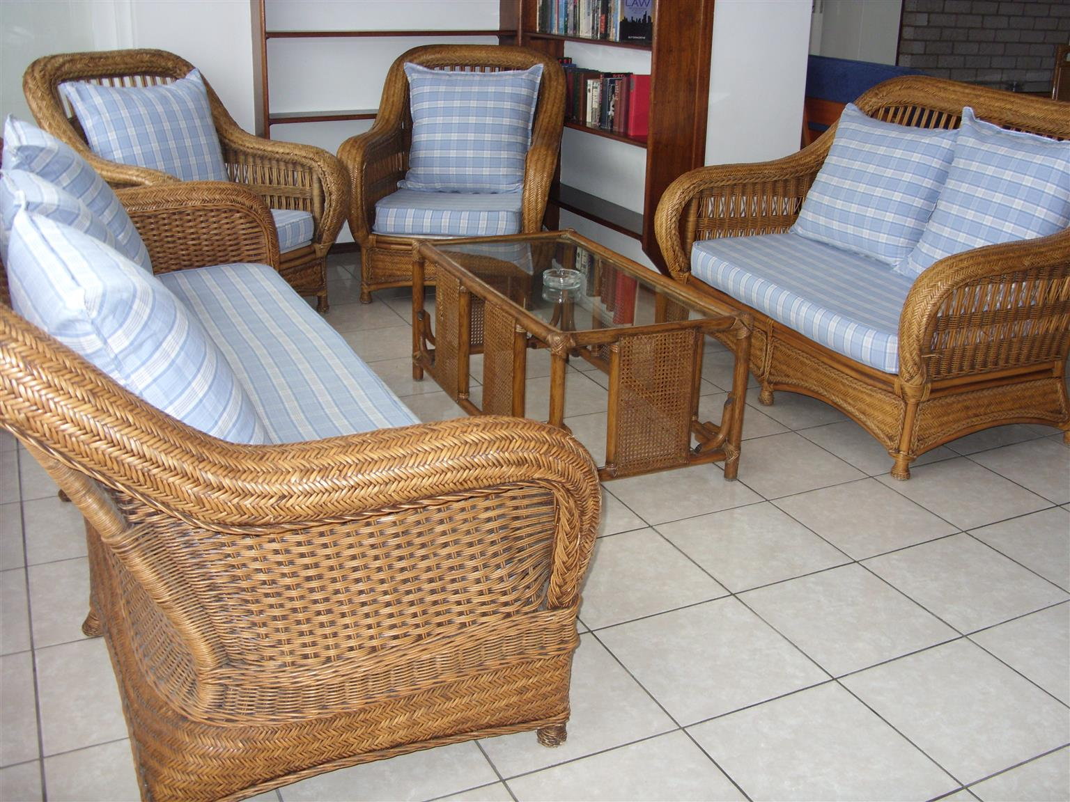 3 Bedroom 2 Bathroom Furnished Flat R6500 pm St Michaels-on-Sea Shelly Beach occupation January