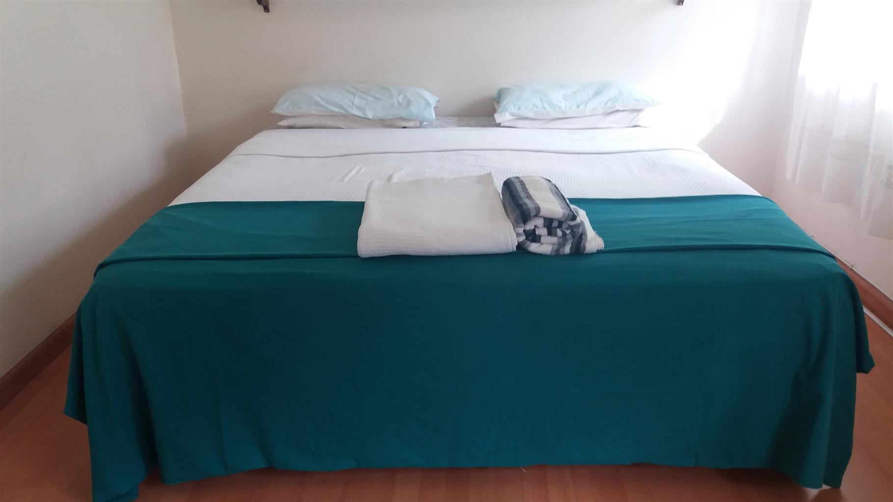 Super 3xbedroom thatched house available in Benoni AH