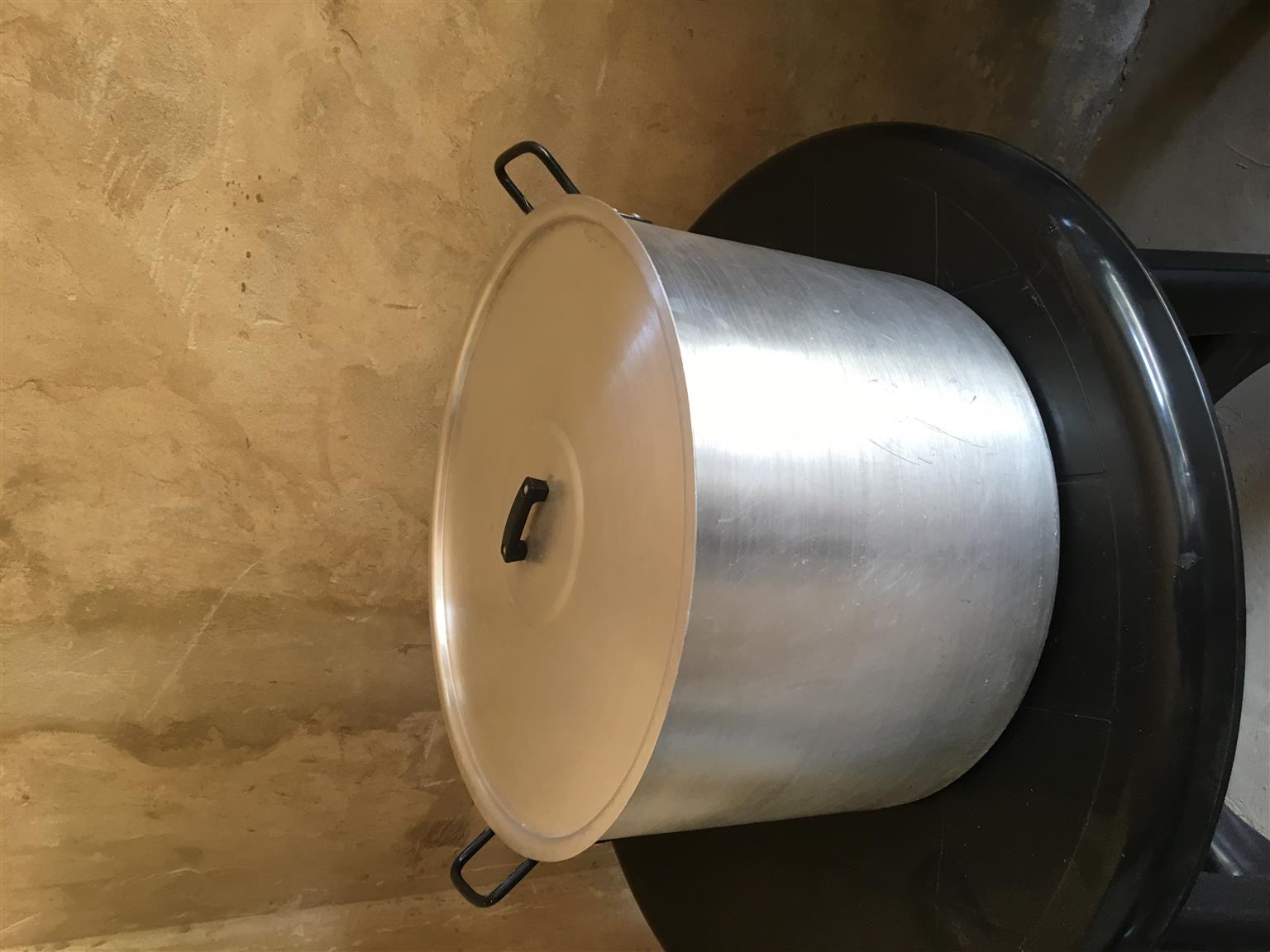 3X Hart and Handler 50L pots