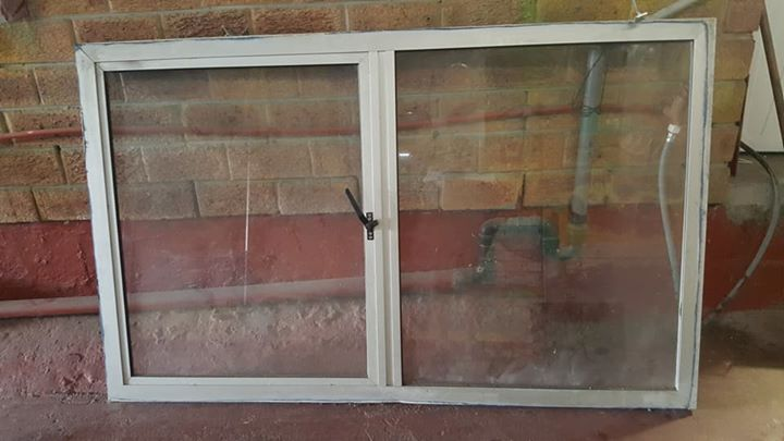 Aluminium window with single slider for sale size height 1560mm x 955mm width