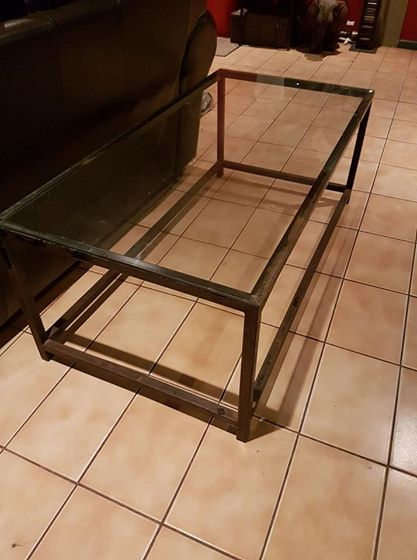 Coffee table with 6mm glass top
