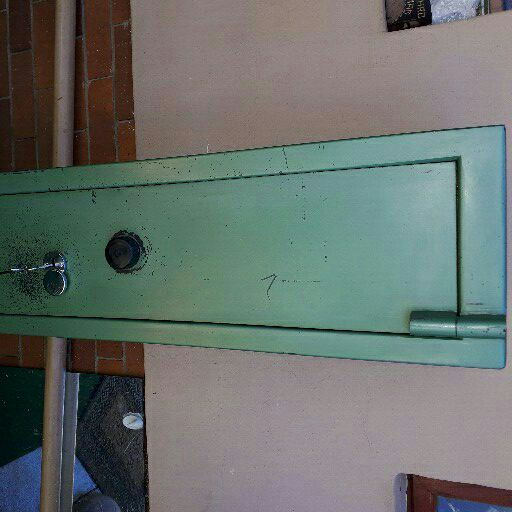 5 Rifle safe For sale