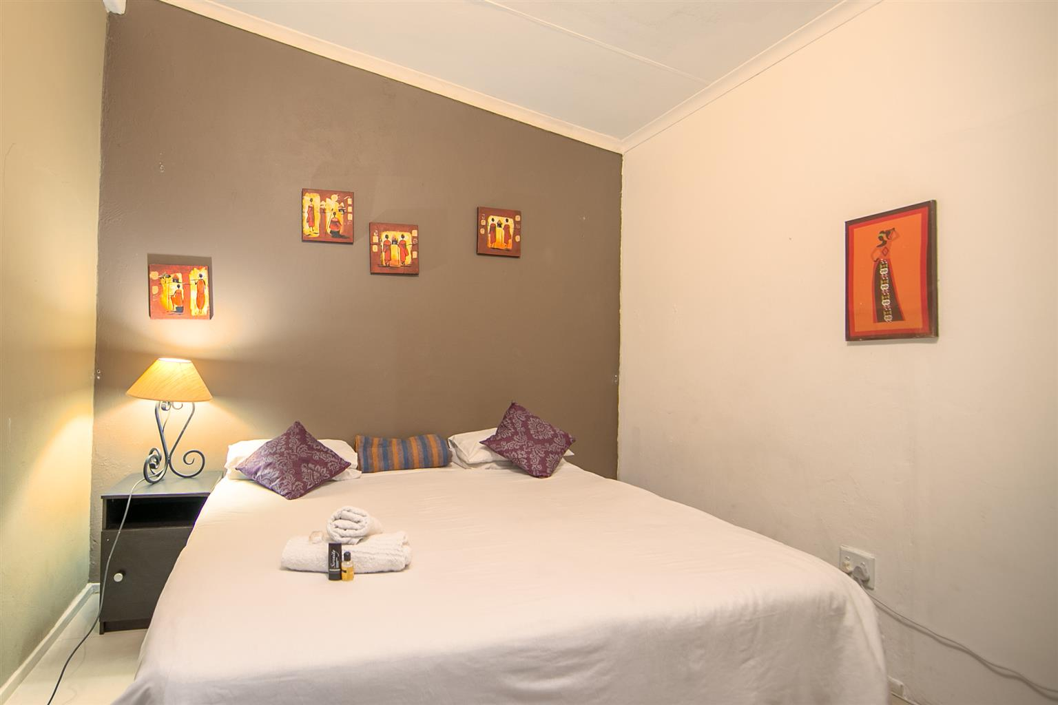 WEEKEND SPECIAL!! R499 PER NIGHT /SLEEPS 2. GREAT DEALS FOR STAYING LONGER!!