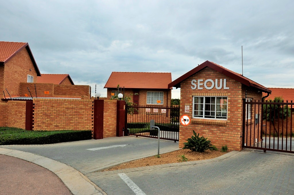 FULLY FURNISHED, SELF-CATERING 2 BEDROOM APARTMENT TO LET IN CENTURION, GAUTENG