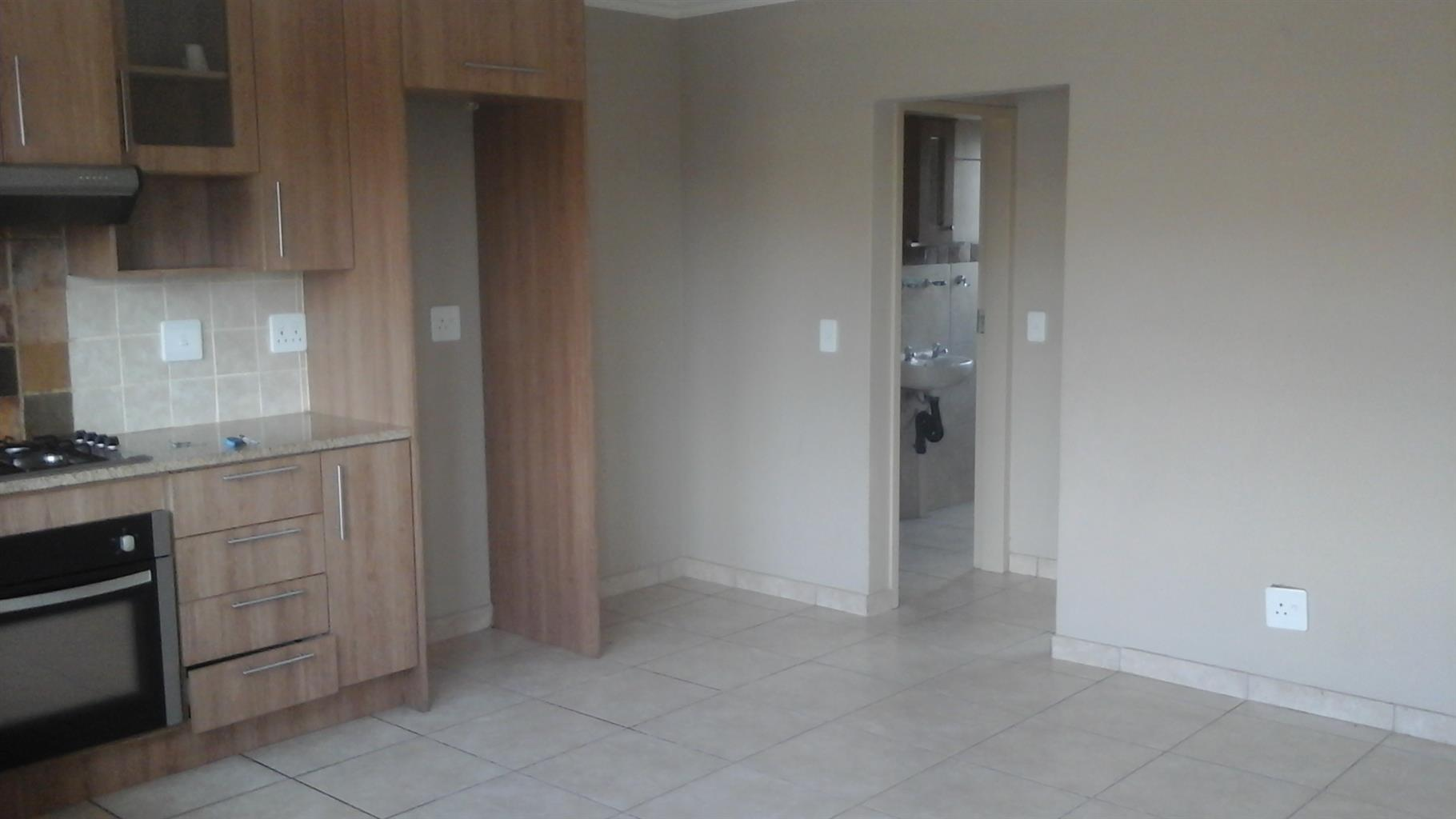 LOVELY 1 BEDROOM UNIT ON FIRST FLOOR, ANDEON, PRETORIA