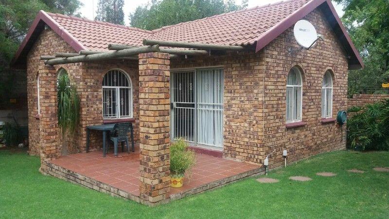 lyndhurst 2 bedroom cottage to rent R3,600
