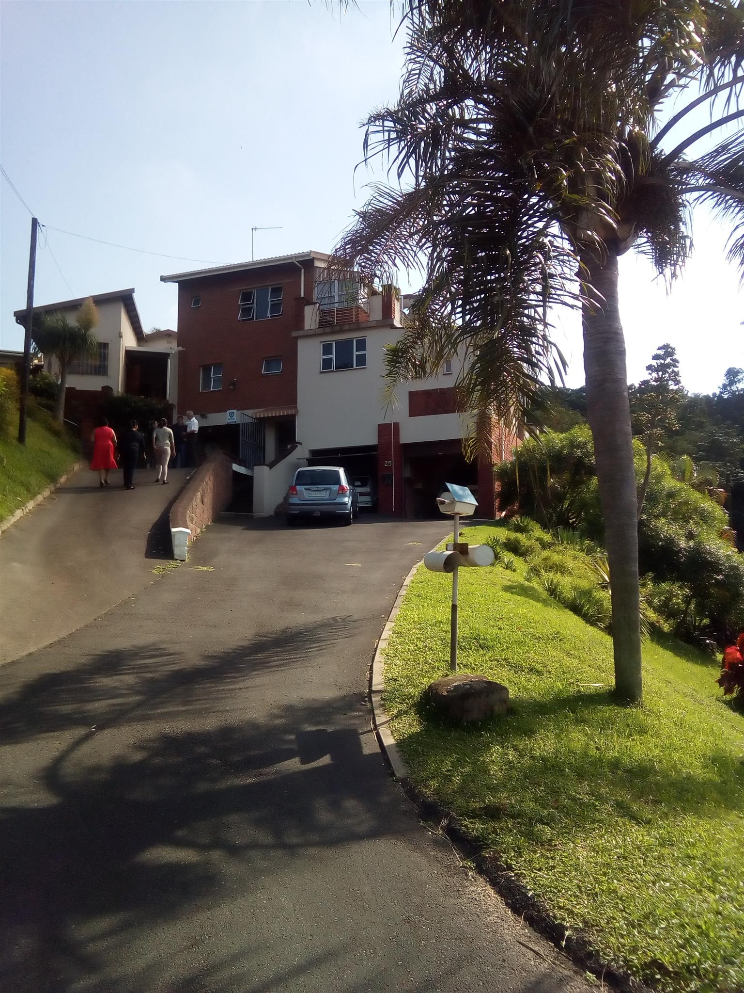 NORTHDENE Large House with 2 bedroomed spacious granny flat, Pool, Enclosed Garden