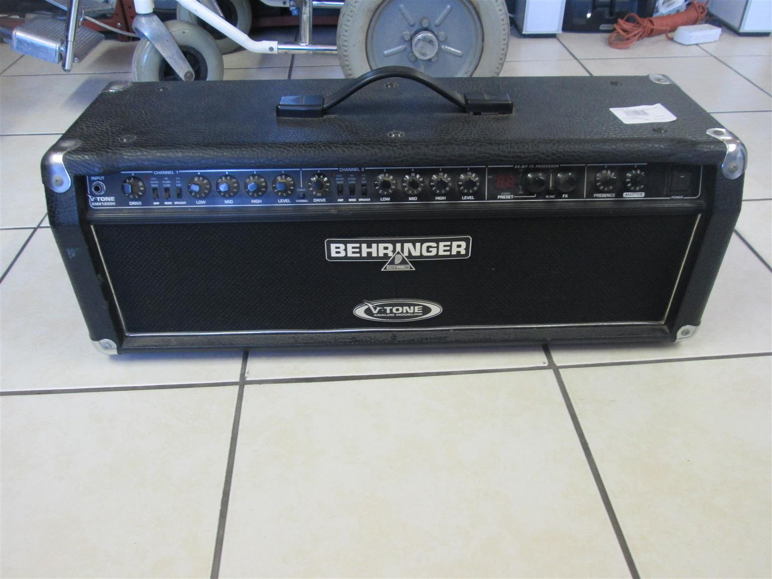 BEHRINGER V-TONE GMX 1200H GUITAR AMP HEAD IN GREAT CONDITION