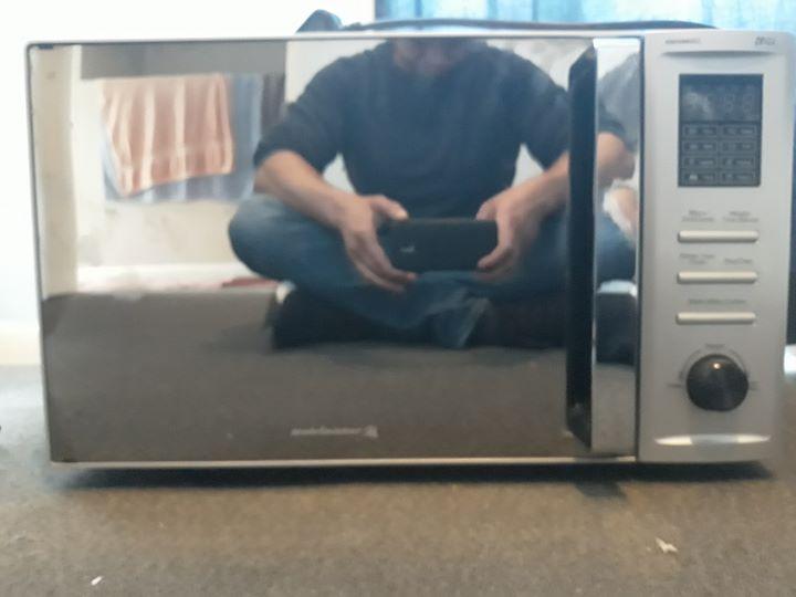 Kelvinator microwave oven.