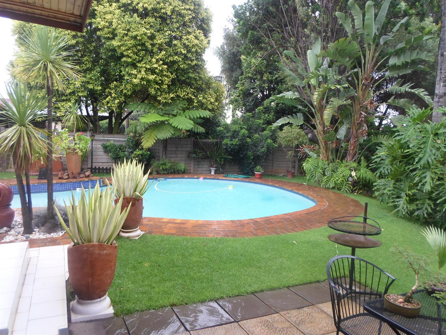 3 Bedroom House for sale in Rooihuiskraal