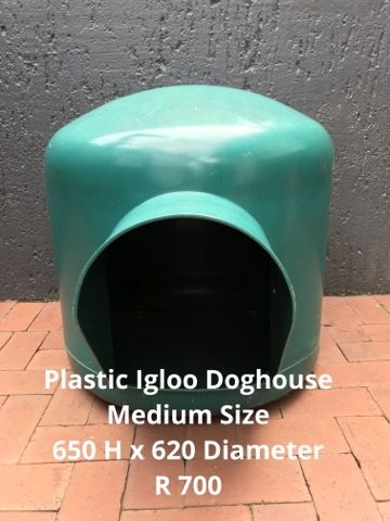 PLASTIC IGLOO DOGHOUSE