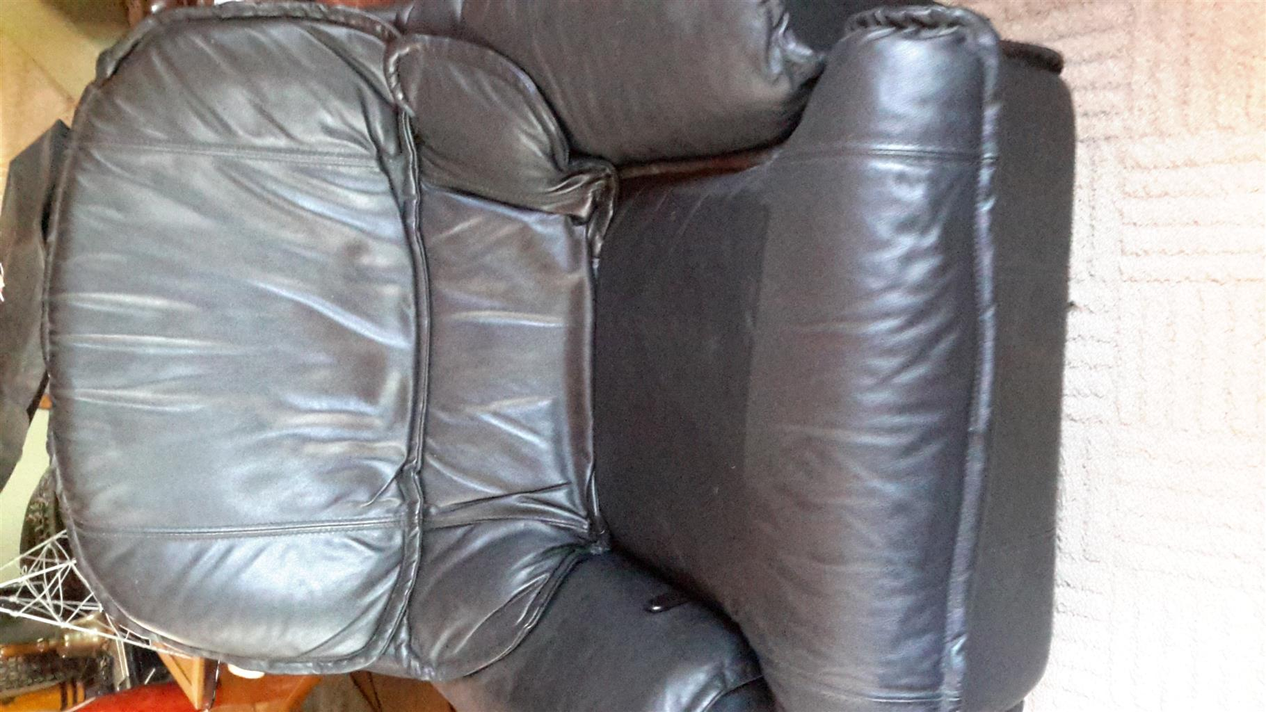La-Z-Boy recliners x 3