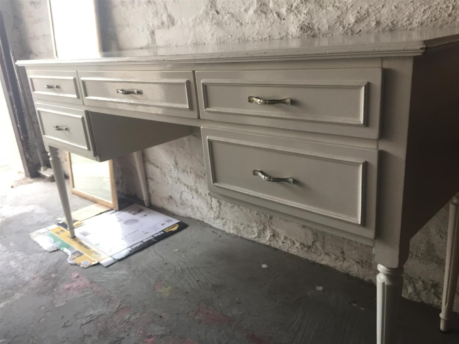 Antique white desk