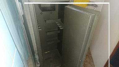 7 Rifle safe.As good as new.Space for hand guns and ammunition