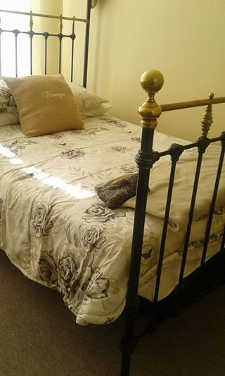 Antique brass double bed in perfect condition - no matrass