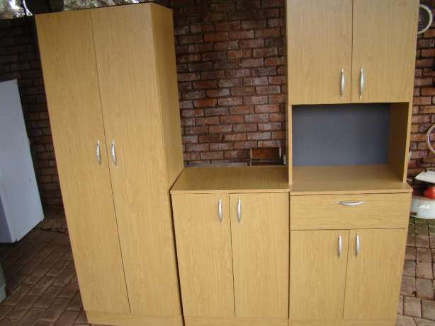 Kitchen unit 3 pc new junk mail for Kitchen cupboards gauteng