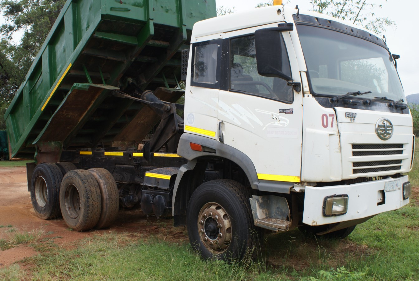 2007 FAW 10 meter tipper truck for sale with current work + one, stripping for spares