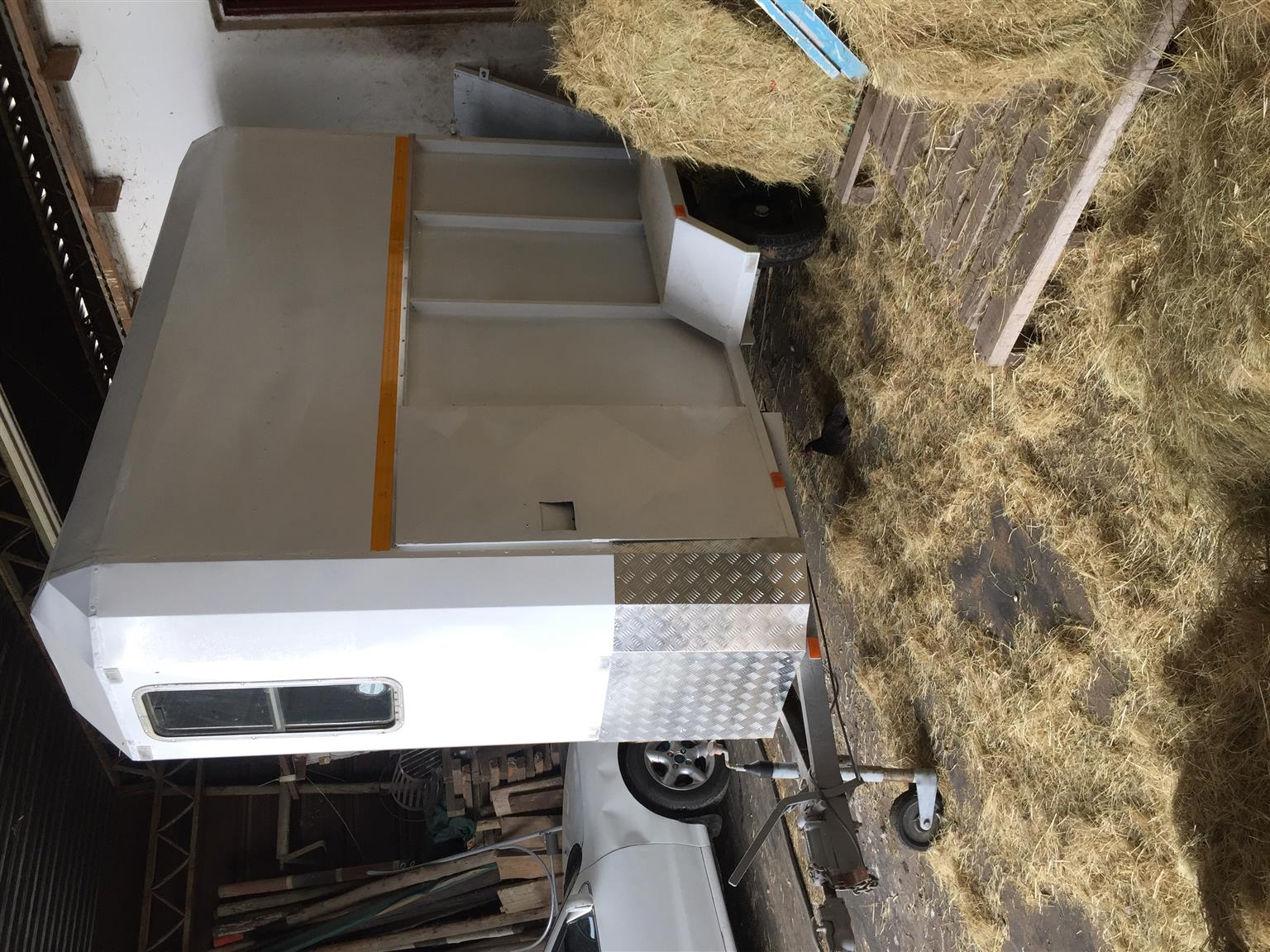 Nutti single berth horsebox