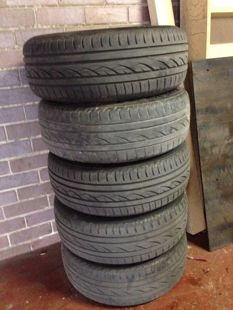 Bmw 16 inch mags with tyers