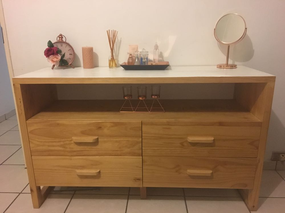 Beautiful dresser/chest of drawers