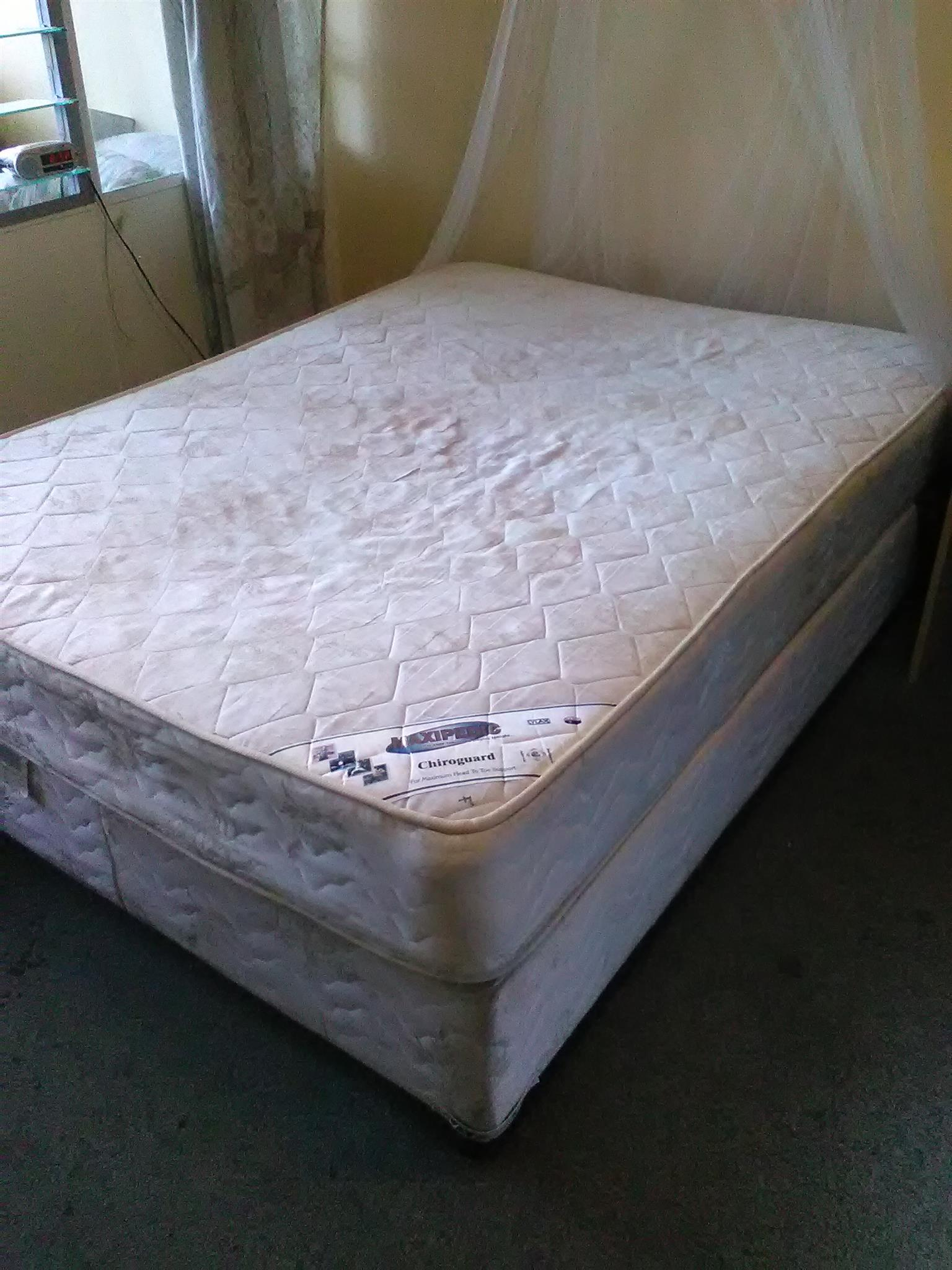 Double bed and base for sale in Dinwiddie, Germiston