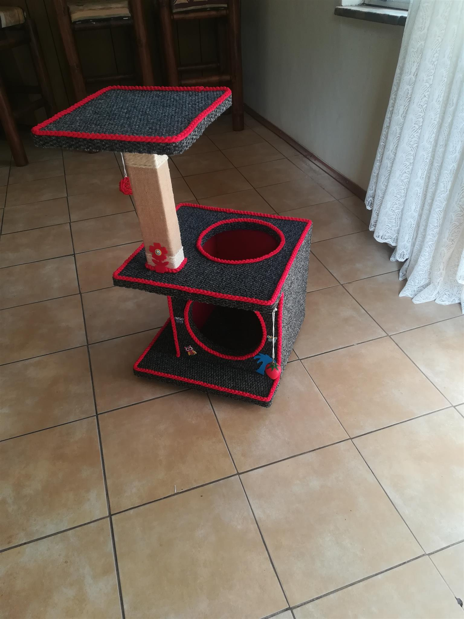 Cat Box/ Scratch Post