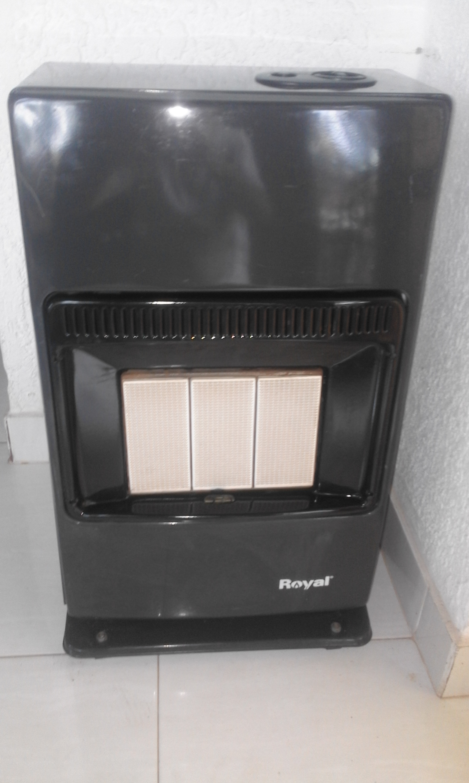 Gas Heater Royal.  In Good Condition. Very strong metal panels.Gas bottles is extra for R600.