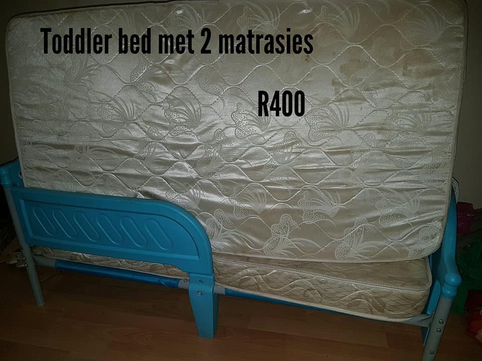 Toddler bed met 2 matrasse